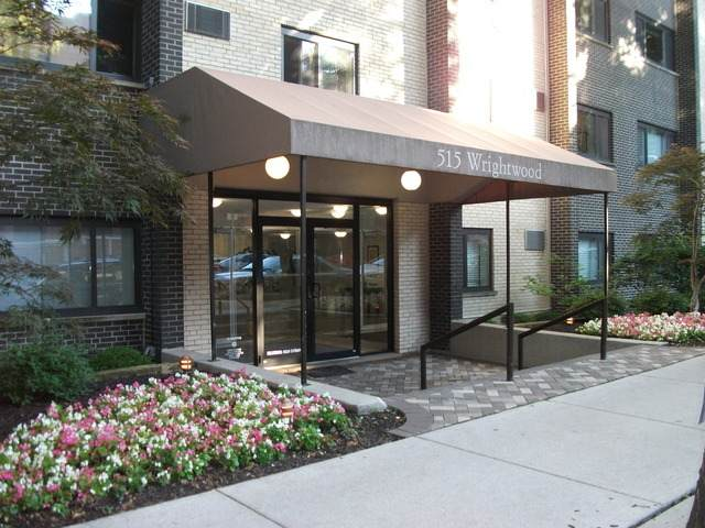 515 W Wrightwood Avenue #106, Chicago, IL 60614 (MLS #11049970) :: The Spaniak Team