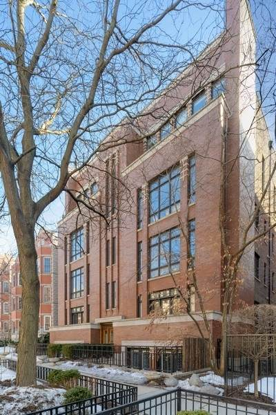 635 W Briar Place #4, Chicago, IL 60657 (MLS #11050641) :: Schoon Family Group