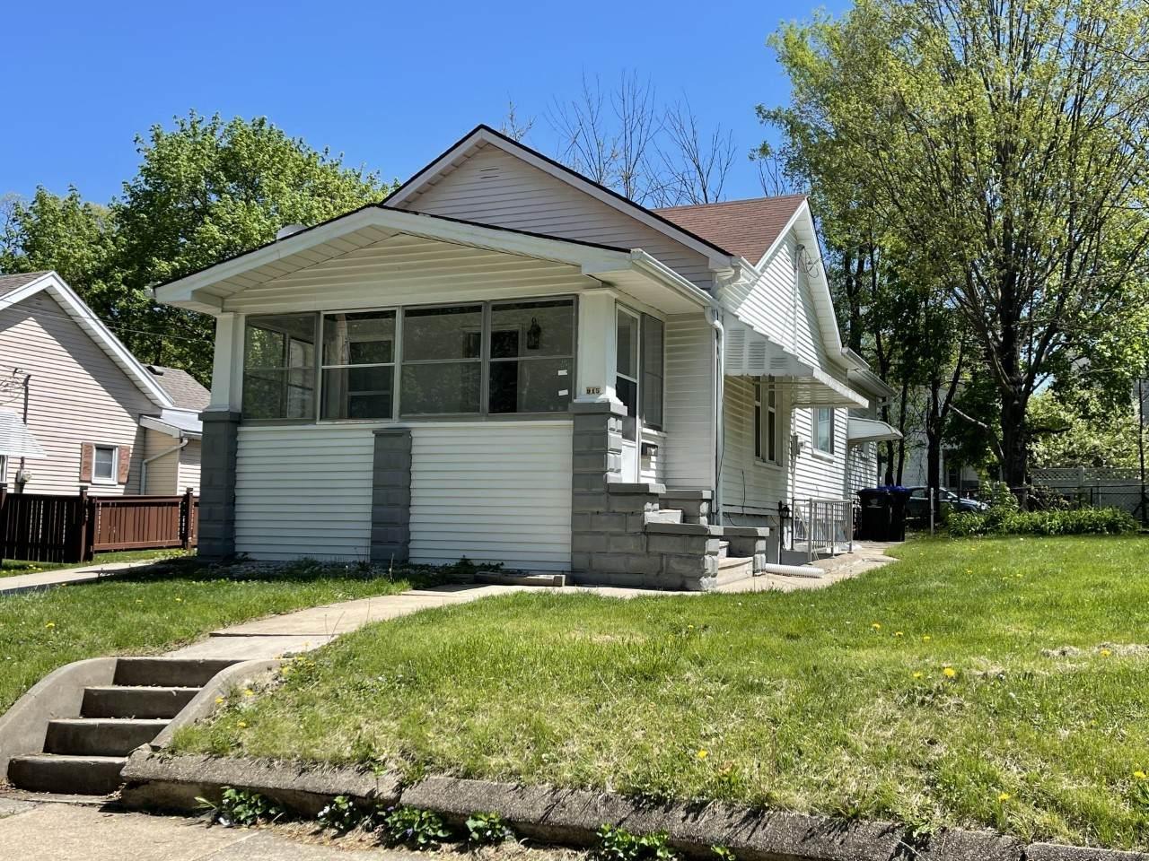 915 Oak Street - Photo 1