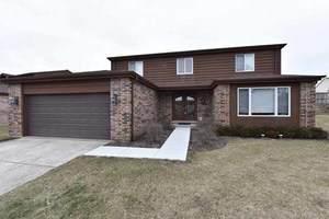105 Poplar Court, Northbrook, IL 60062 (MLS #11075313) :: Helen Oliveri Real Estate