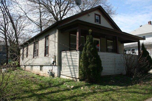 118 Lawrence Avenue, Woodstock, IL 60098 (MLS #11096105) :: BN Homes Group