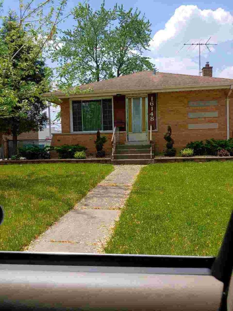 16148 Drexel Avenue - Photo 1
