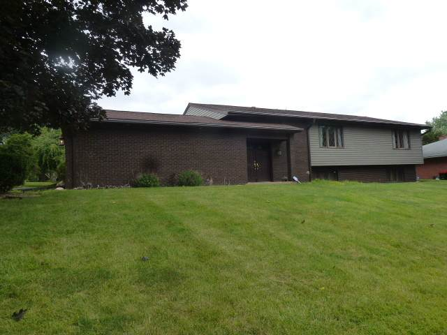 3 Sycamore Drive, CLINTON, IL 61727 (MLS #11133346) :: The Wexler Group at Keller Williams Preferred Realty