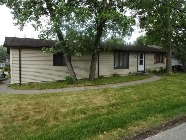 230 S Highland Drive, Lakemoor, IL 60050 (MLS #11135026) :: John Lyons Real Estate