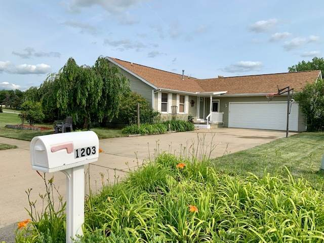 1203 Ridgewood Drive, Mahomet, IL 61853 (MLS #11143829) :: Rossi and Taylor Realty Group