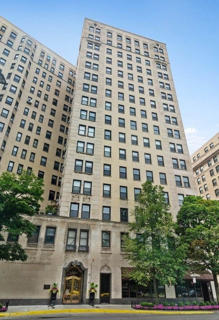 2000 Lincoln Park West Avenue - Photo 1
