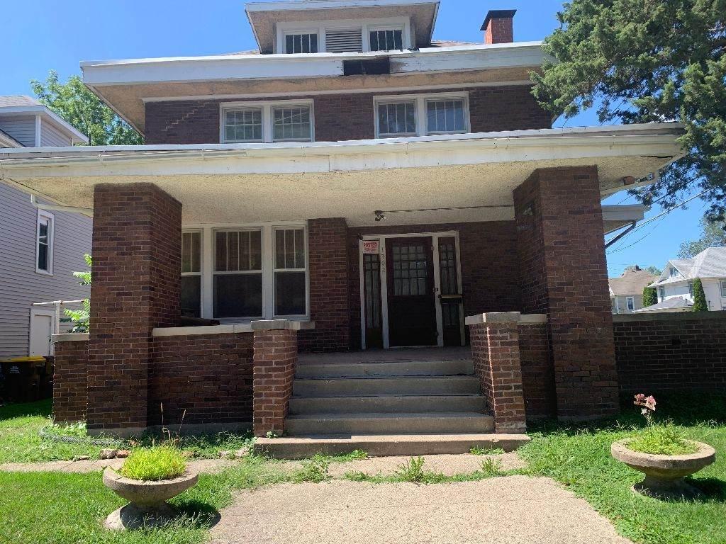 1302 Oak Avenue - Photo 1