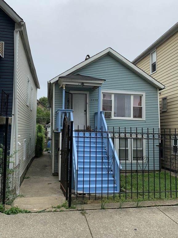 3238 Carpenter Street - Photo 1