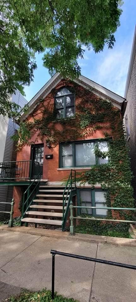 2128 Dickens Avenue - Photo 1