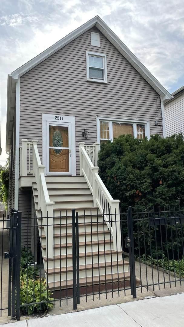 2911 N Hoyne Avenue, Chicago, IL 60618 (MLS #11212901) :: Touchstone Group