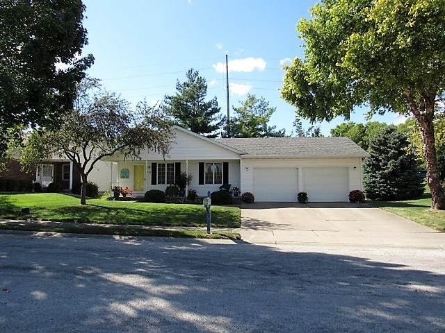 115 Cedar Drive, CLINTON, IL 61727 (MLS #11215682) :: The Wexler Group at Keller Williams Preferred Realty
