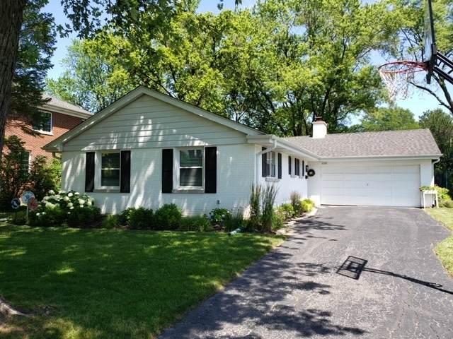 1101 Heatherfield Lane, Glenview, IL 60025 (MLS #11229401) :: Lewke Partners - Keller Williams Success Realty
