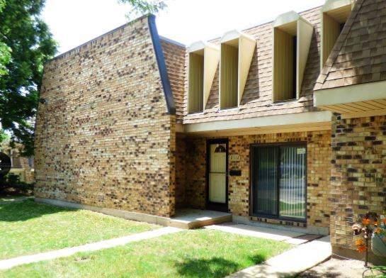 2112 Country Club Drive 8G, Woodridge, IL 60517 (MLS #11239846) :: Littlefield Group