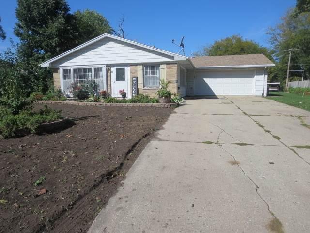 8 Circle Drive E, Montgomery, IL 60538 (MLS #11242964) :: John Lyons Real Estate