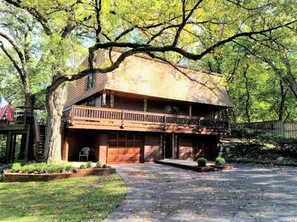100 E Surrey Lane, Barrington, IL 60010 (MLS #11248106) :: John Lyons Real Estate