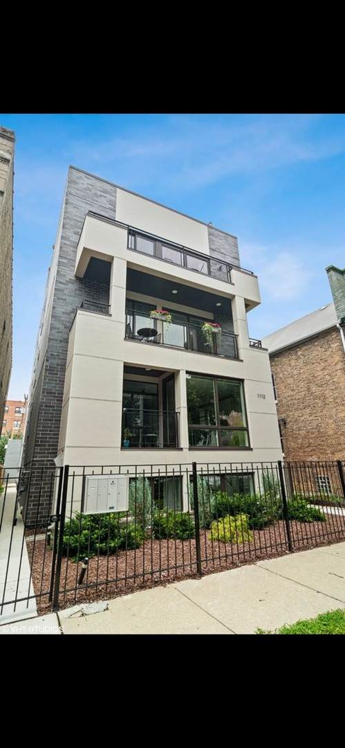 1112 N Mozart Street #2, Chicago, IL 60622 (MLS #11249600) :: Lux Home Chicago