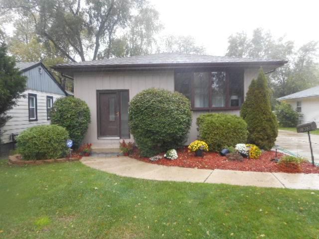 21952 Millard Avenue, Richton Park, IL 60471 (MLS #11255143) :: John Lyons Real Estate
