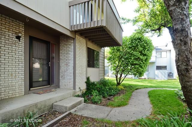 826 Hughes Place, Vernon Hills, IL 60061 (MLS #09723757) :: The Schwabe Group