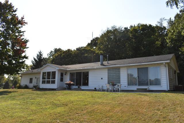 417 Lake Court, Dixon, IL 61021 (MLS #09752100) :: Key Realty