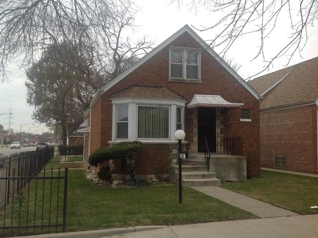 8258 S Paxton Avenue, Chicago, IL 60617 (MLS #09799229) :: Carrington Real Estate Services