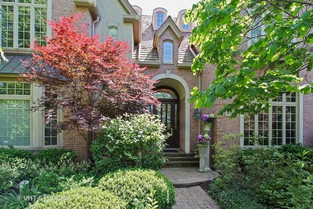2240 Churchill Circle, Libertyville, IL 60048 (MLS #09802642) :: Helen Oliveri Real Estate