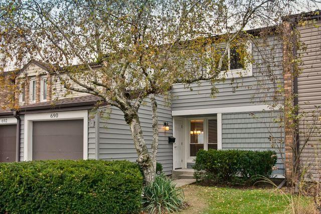 690 Lakeside Circle Drive, Wheeling, IL 60090 (MLS #09805391) :: Helen Oliveri Real Estate