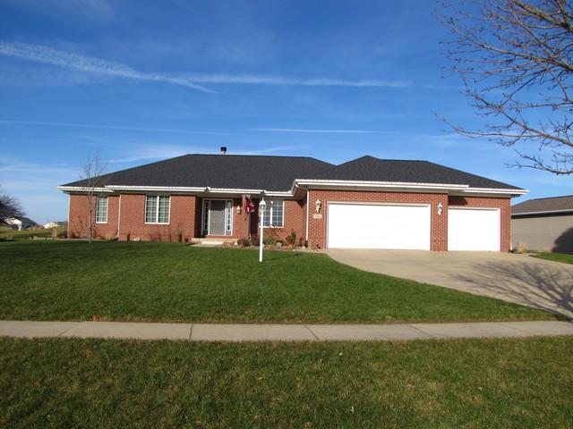 804 Lakeshore Drive, Tuscola, IL 61953 (MLS #09811237) :: The Ryan Dallas Team
