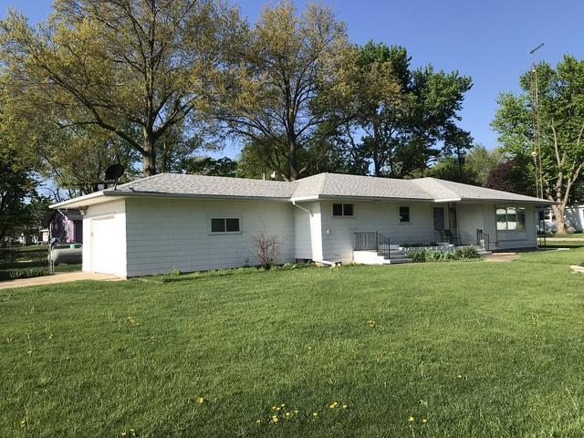301 Dilks Street, Roberts, IL 60962 (MLS #09831047) :: Ani Real Estate