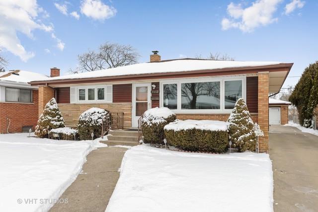 7072 W Birchwood Avenue, Niles, IL 60714 (MLS #09855867) :: Helen Oliveri Real Estate