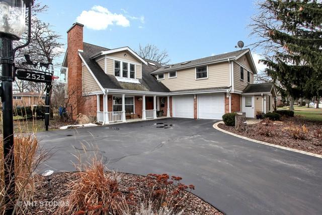 2525 Greenleaf Avenue, Wilmette, IL 60091 (MLS #09864255) :: Lewke Partners