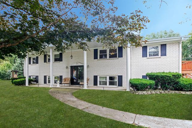 15 Hidden View Drive, Westmont, IL 60559 (MLS #09865573) :: The Dena Furlow Team - Keller Williams Realty