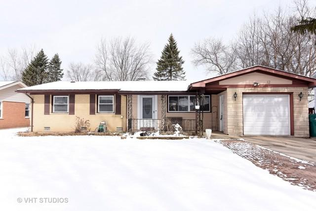 12 Marquette Place, Buffalo Grove, IL 60089 (MLS #09888892) :: Littlefield Group