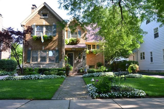 2006 Thornwood Avenue, Wilmette, IL 60091 (MLS #09889213) :: The Spaniak Team