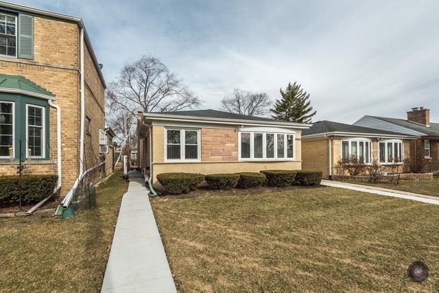 3912 Keeney Street, Skokie, IL 60076 (MLS #09889986) :: Domain Realty