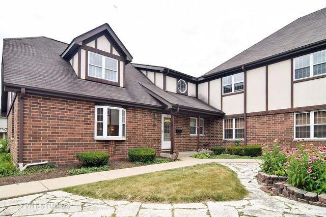 437 W St Charles Road, Elmhurst, IL 60126 (MLS #09893095) :: Littlefield Group
