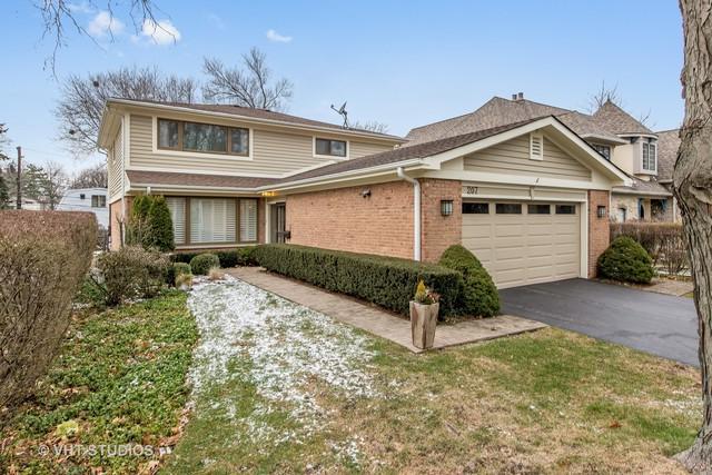 207 Lockerbie Lane, Wilmette, IL 60091 (MLS #09894086) :: Domain Realty