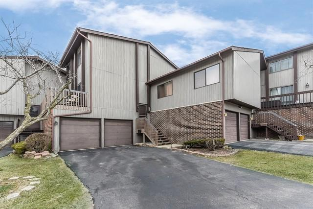 69 Century Court, Roselle, IL 60172 (MLS #09898083) :: The Jacobs Group