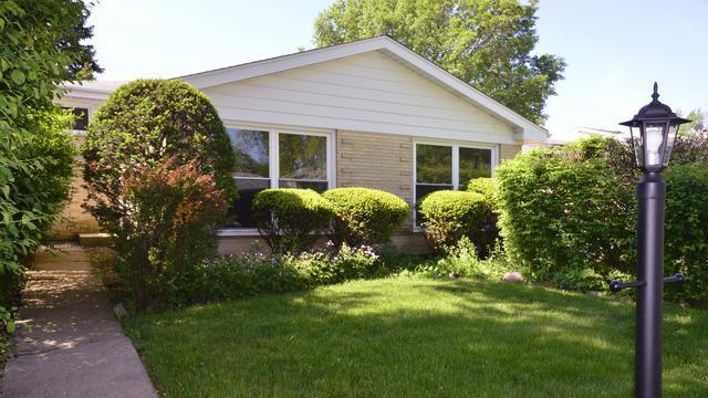 7911 Maple Street, Morton Grove, IL 60053 (MLS #09906678) :: The Jacobs Group