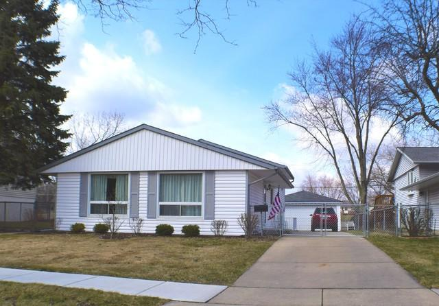 562 White Pine Road, Buffalo Grove, IL 60089 (MLS #09923060) :: Helen Oliveri Real Estate