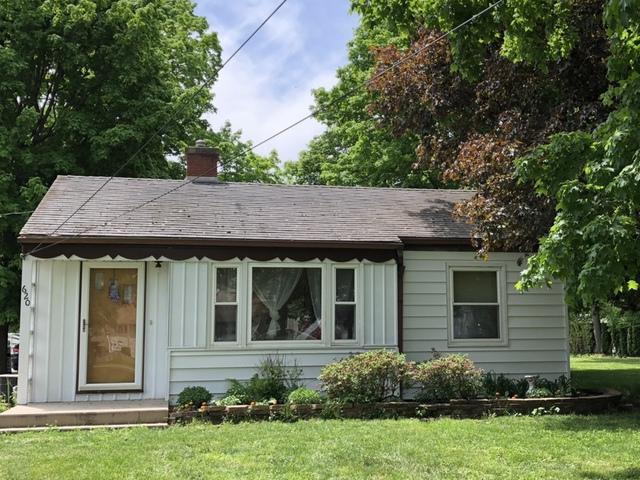 620 E 2nd Street, Gilman, IL 60938 (MLS #09954873) :: Littlefield Group