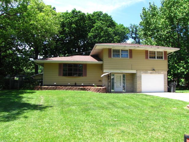 108 Magnolia Drive, VILLA GROVE, IL 61956 (MLS #09957320) :: Ryan Dallas Real Estate