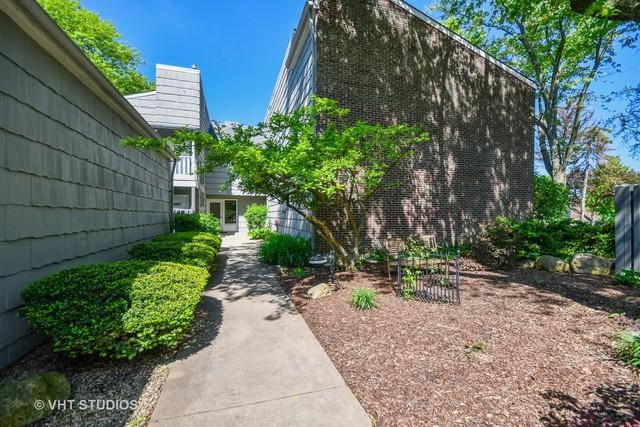 1526 Stonebridge Trail 1-3, Wheaton, IL 60189 (MLS #09966622) :: Lewke Partners