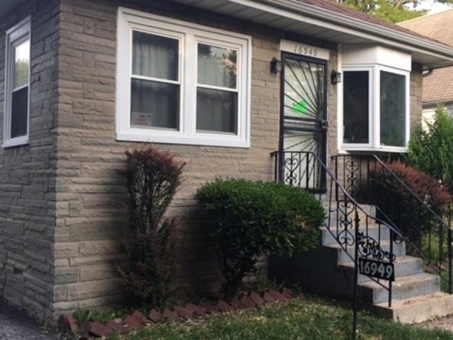 16949 Shea Avenue, Hazel Crest, IL 60429 (MLS #09977881) :: The Dena Furlow Team - Keller Williams Realty