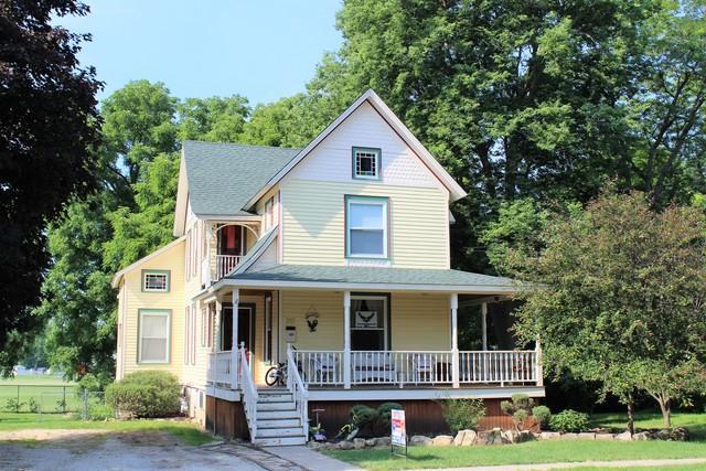 213 E Winfield Street, Morrison, IL 61270 (MLS #09981345) :: Ani Real Estate