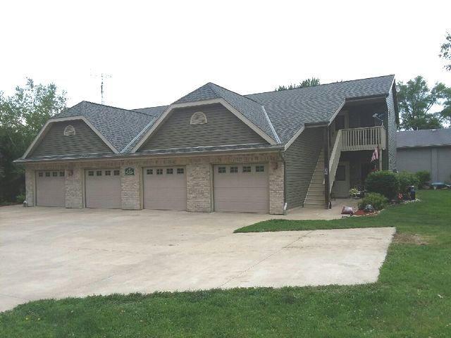 245 W Grove Street #4, Capron, IL 61012 (MLS #09984178) :: Ani Real Estate