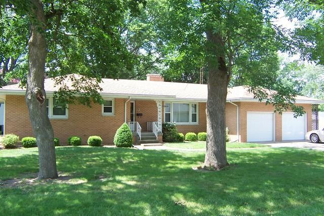150 S Cherry Street, Paxton, IL 60957 (MLS #09988486) :: Lewke Partners