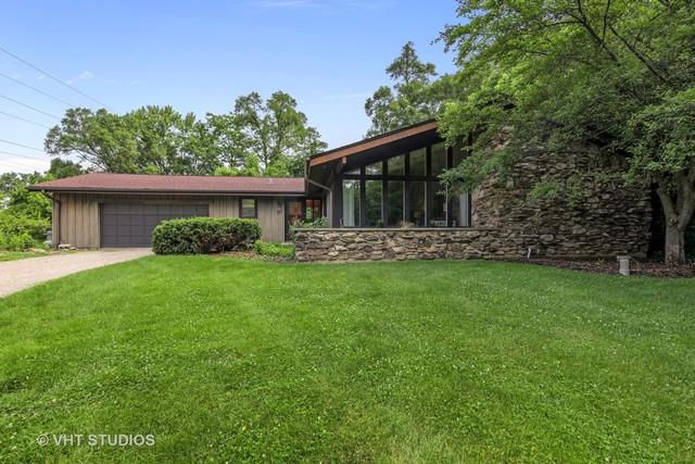 109 W County Line Road, Barrington Hills, IL 60010 (MLS #09993449) :: Ani Real Estate
