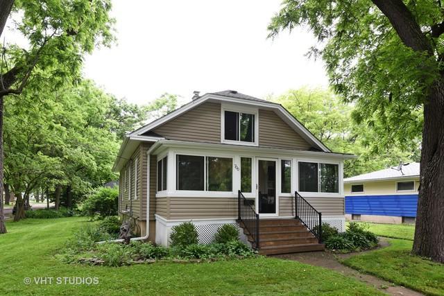700 Mcclure Avenue, Elgin, IL 60123 (MLS #09994401) :: Ani Real Estate