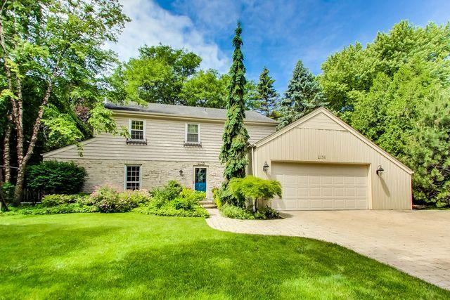 2156 Glendale Avenue, Northbrook, IL 60062 (MLS #10021009) :: Helen Oliveri Real Estate