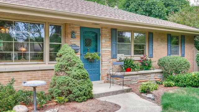910 Greenwood Drive, Wheaton, IL 60189 (MLS #10048550) :: Littlefield Group